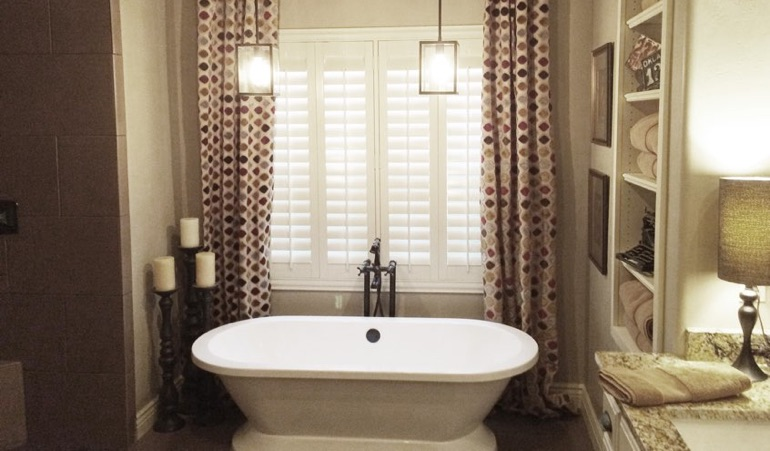 Polywood Shutters in Las Vegas Bathroom